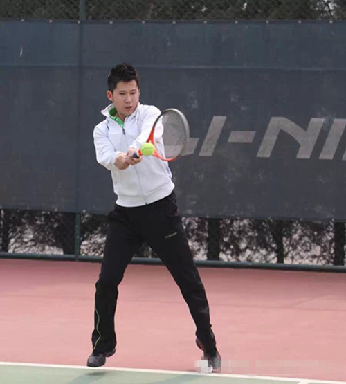 网球技术 】解析网球进阶关卡——反手接发球